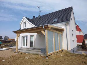 Couverture de terrasse avec brise vent en verre dépoli