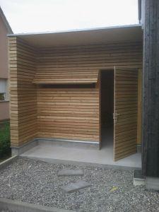Garage avec accès, bardage claire-voie, mélèze de Sibérie