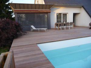 Terrasse sur structure porteuse autour d'une piscine hors sol