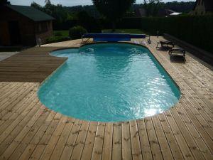 Plage de piscine en pin autoclave