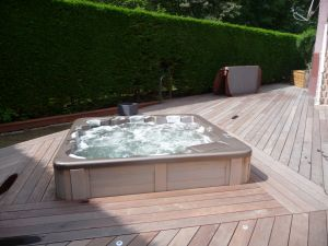 Aménagement autour d'un spa