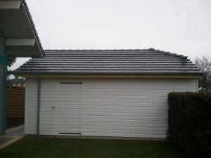 Garage bardage blanc peint usine, porte latérale