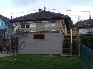 Extension sous-sol avec toiture terrasse et garde-corps bois-alu
