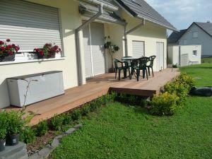 Terrasse sur la longueur de la maison