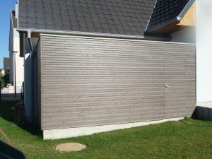 Dépendance de jardin accolée à la maison, bardage faux claire-voie pré grisaillé