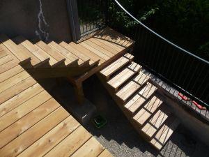 Création d'un escalier en mélèze de Sibérie
