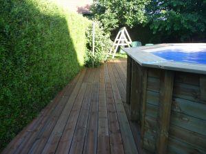 Pin autoclave autour d'une piscine hors sol bois